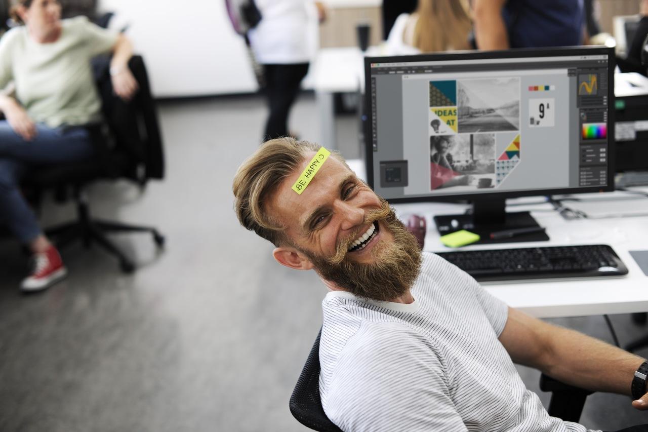 mutlu çalışan, iş hayatında mutluluk
